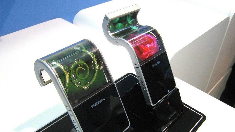 Primeros móviles con pantalla flexible