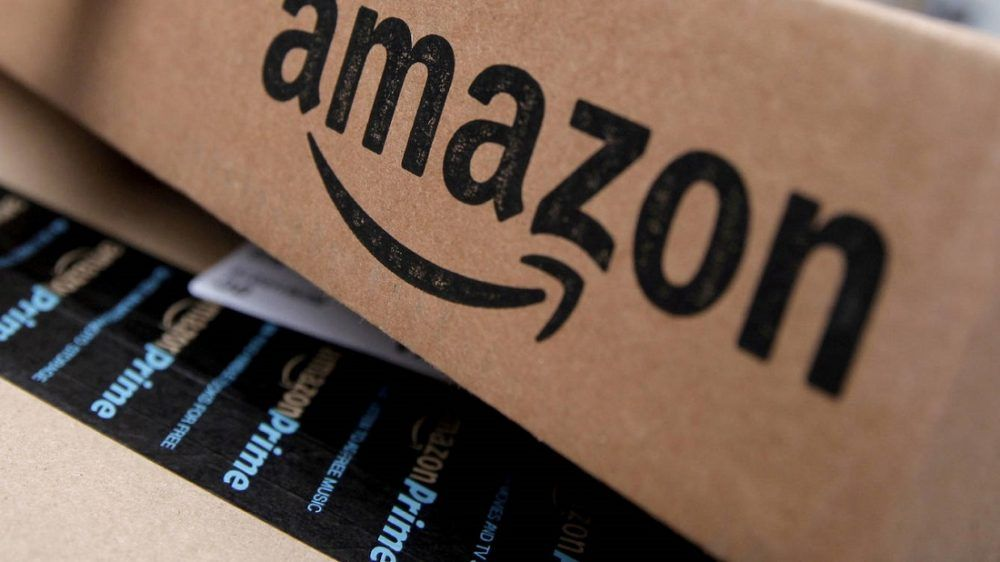 amazon logotipo en caja