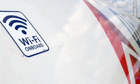 viajar en avión conectados con Wi-Fi