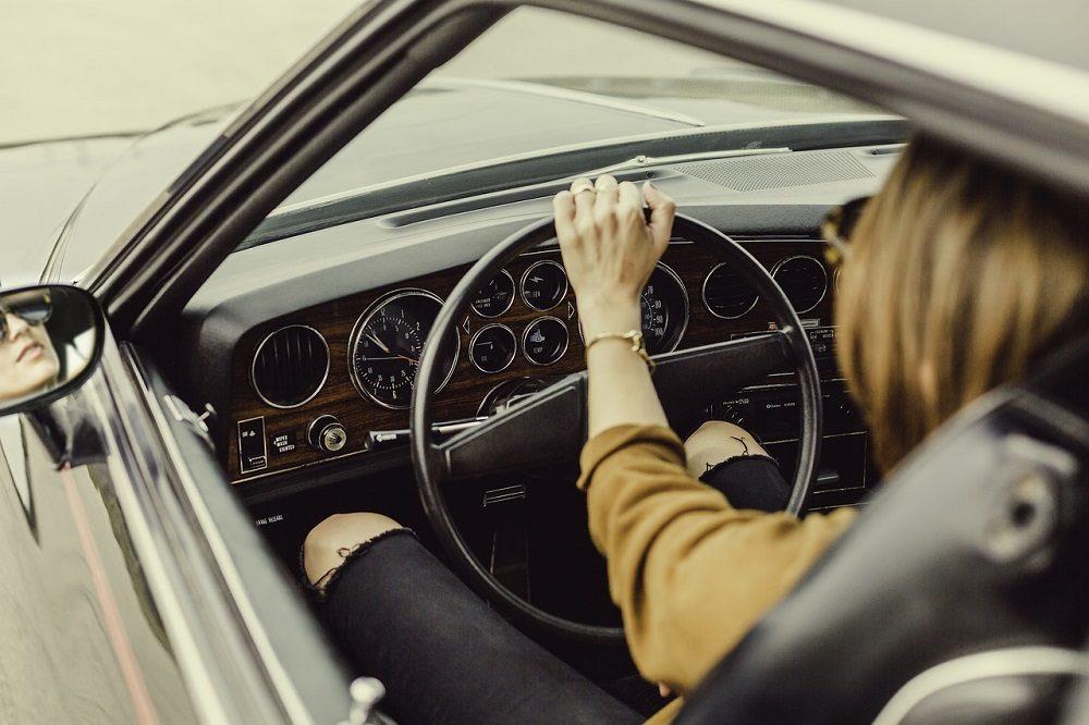 Conducir con las ventanillas bajadas