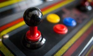 Cómo montar una máquina arcade desde cero con miles de juegos