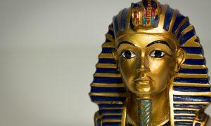 El sarcófago de Tutankamón sale de su tumba 3.300 años después
