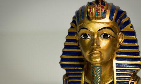 El sarcófago de Tutankamón sale de su tumba