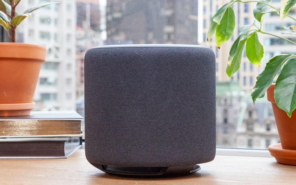 El altavoz inteligente Amazon Echo Sub
