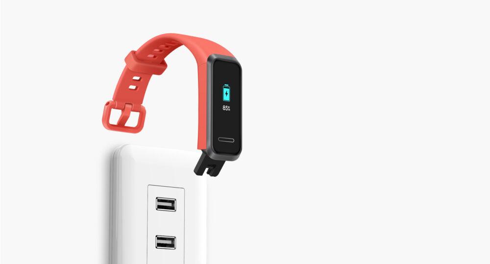 Huawei apuesta por una carga directa sin accesorios - comparativa Huawei Band 4 vs Xiaomi Mi Band 4